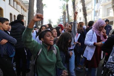 """تلاميذ البيضاء يواصلون مقاطعة الدراسة ويطالبون بحذف """"الساعة الجديدة"""""""