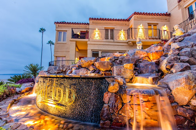 Pantai Inn is an oceanfront hotel in La Jolla, CA, perfectly situated along the San Diego beach coastline with breathtaking views of the Pacific Ocean.