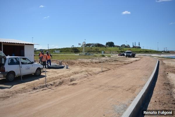 Prefeitura avança em obras de urbanização da Praia da Teresa na Zona Oeste.