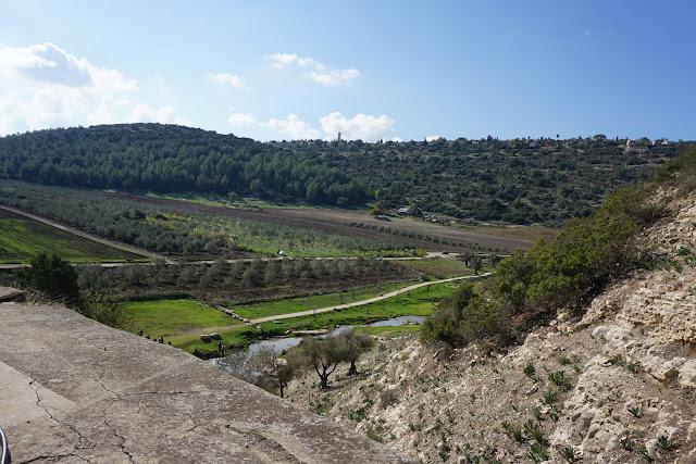 נוף מגבעה ליד נחל ציפורי