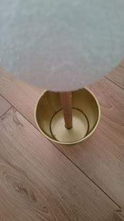 styropianowa kula na patyku przyklejona w doniczce