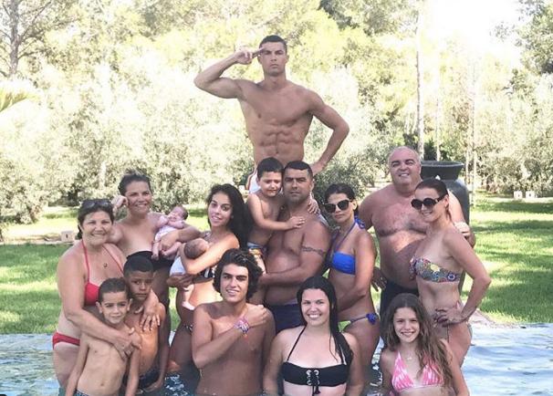 AGEN BOLA - Kekasihnya Hamil Anak Keempat, Christiano Ronaldo Bahagia