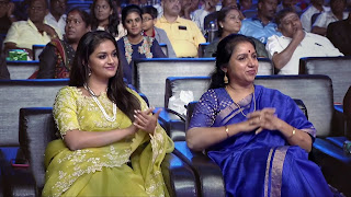 Keerthy Suresh in Saree with Cute and Lovely Smile with Revathi Garu in Aval Awards