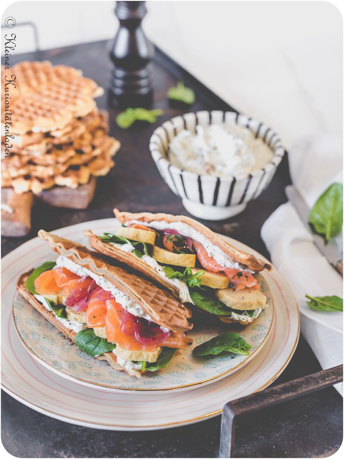 Roggenwaffel-Sandwich mit Tamagoyaki und Kresse-Frischkäsecreme