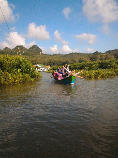 Asyiknya Berwisata Edukasi di Kawasan Mangrove Ayah
