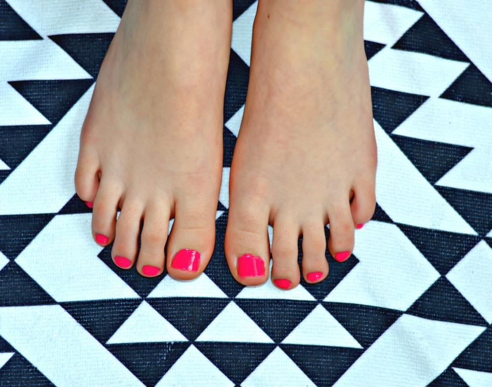 Diy at home pedicure rachel teodoro its easy peasy to give yourself a diy at home pedicure not only that it gives you some much needed girl time only better if you get to spend that time solutioingenieria Gallery