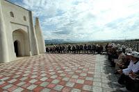 Коллективная молитва у мавзолея Тайлак-баатыра