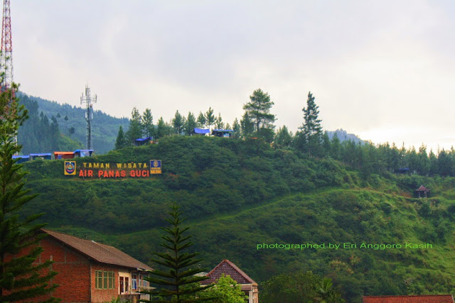 Sign board Taman Wisata Air Panas Guci di atas bukit.