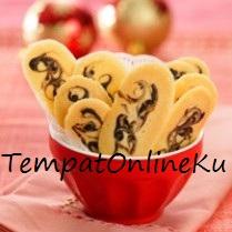 kue lidah kucing pandan coklat