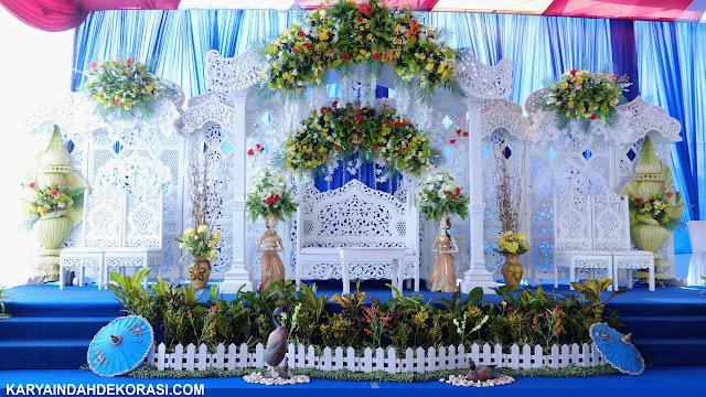 Dekorasi Gebyok Masjid Putih