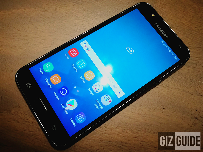 The J7 Core's 5.5 inch Super AMOLED is gorgeous