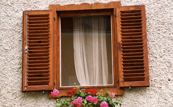 Modelo de janela de abrir de madeira!