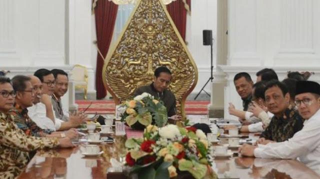 Rapat Bersama Presiden, Hanya Wajah Menteri Agama yang 'Tercoreng'.