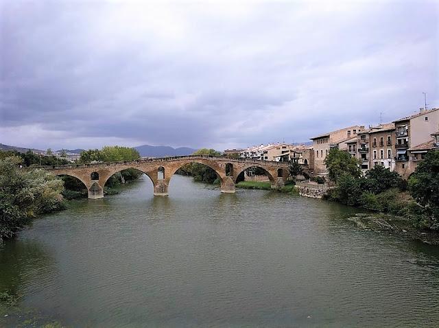 Puente de la Reina - Rio Arga y Puente medieval
