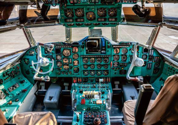 Ilyushin IL-62 cockpit