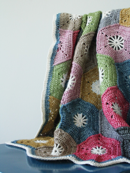 free crochet pattern; hexagon blanket | Happy in Red