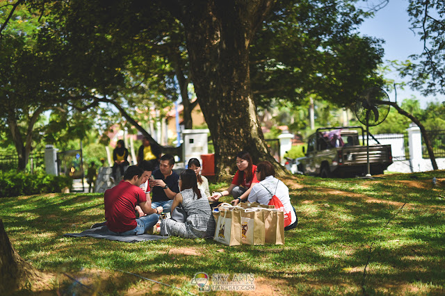 Picnic under the shade