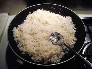Togliere l'aglio e unire il cavolfiore