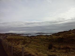 výhľad na more po ceste do Lagavulin