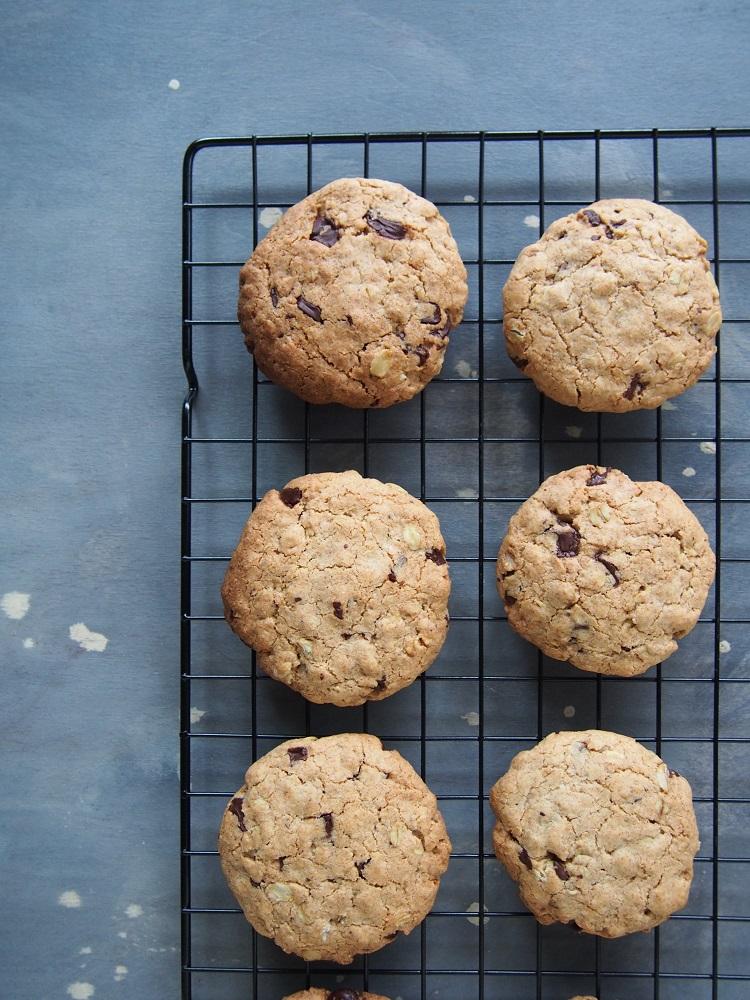 Cookies integrali con avena e gocce di cioccolato