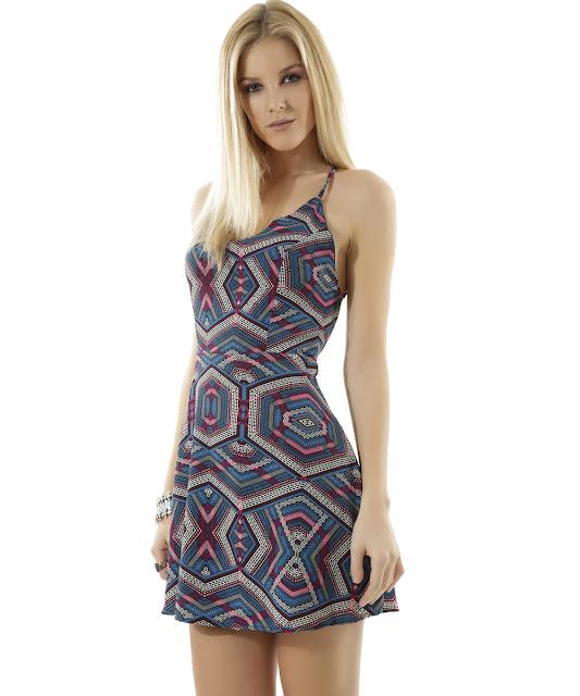 Vestido étnico desenvolvido em tecido plano com toque macio