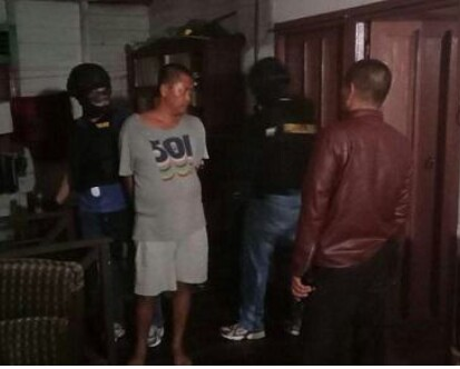Tersangka pengedar sabu di Sidimpuan saat ditangkap polisi.