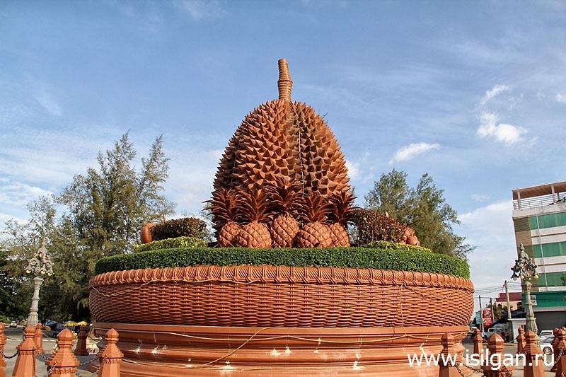 Памятник Дуриану. Город Кампот. Камбоджа