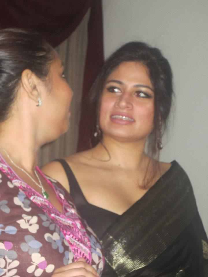 Hot Hot Indian Aunty In Saree Pictures-4412
