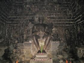 budha statue in mendut temple