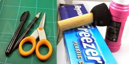 ادوات العمل الخاصة بالطباعة على الملابس