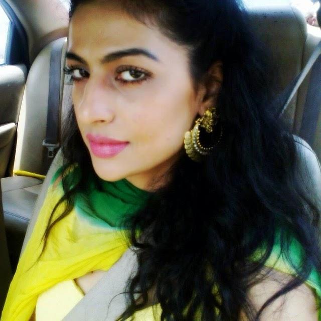 , Jesleen Slaich hot Selfie Pics - Punjabi Model / Actress