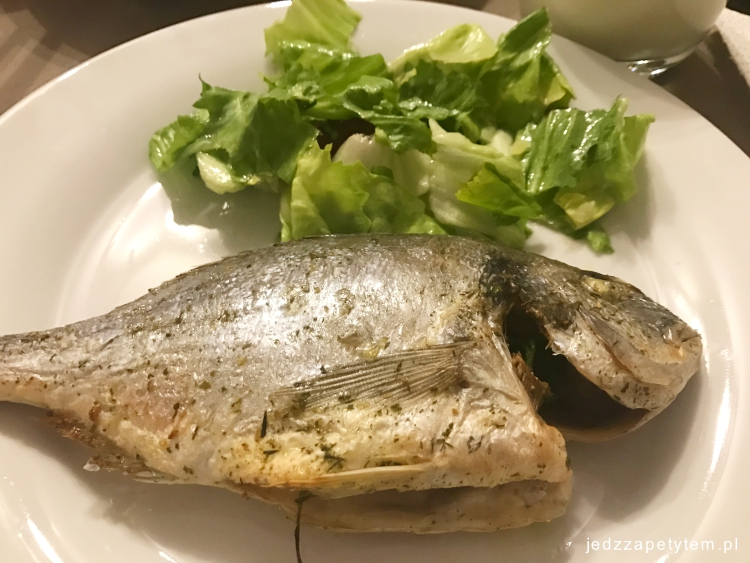 jak jeść rybę w restauracji