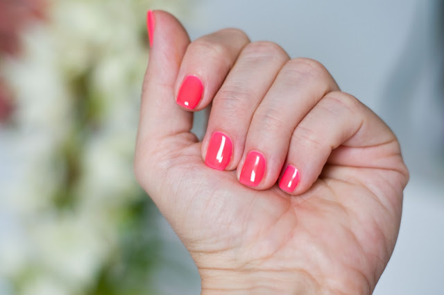 neonowy róż na paznokciach jak nosić? Chiodo 178