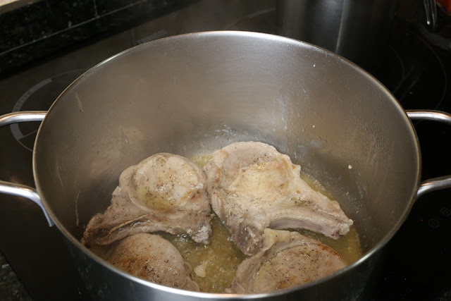 Preparación de chuletas a la campesina