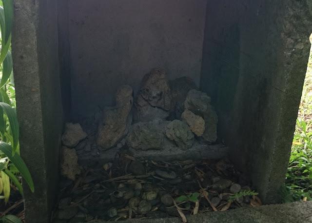サシチムイの殿内火之神の写真