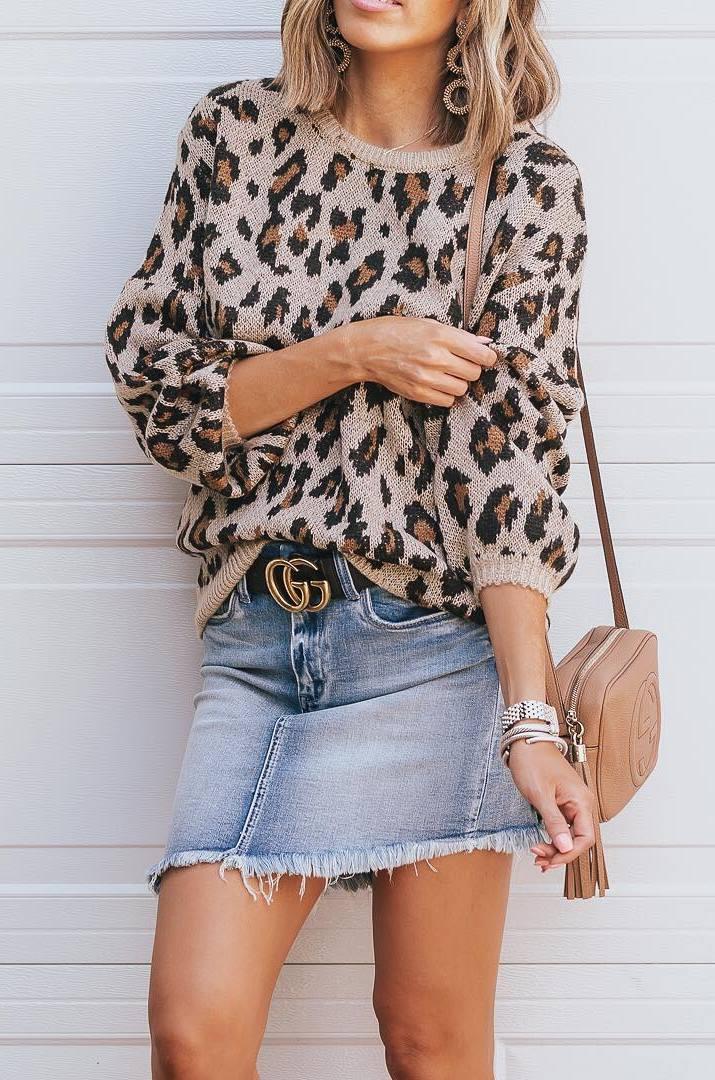 trendy fall outfit | denim skirt + beige bag + leopard sweater