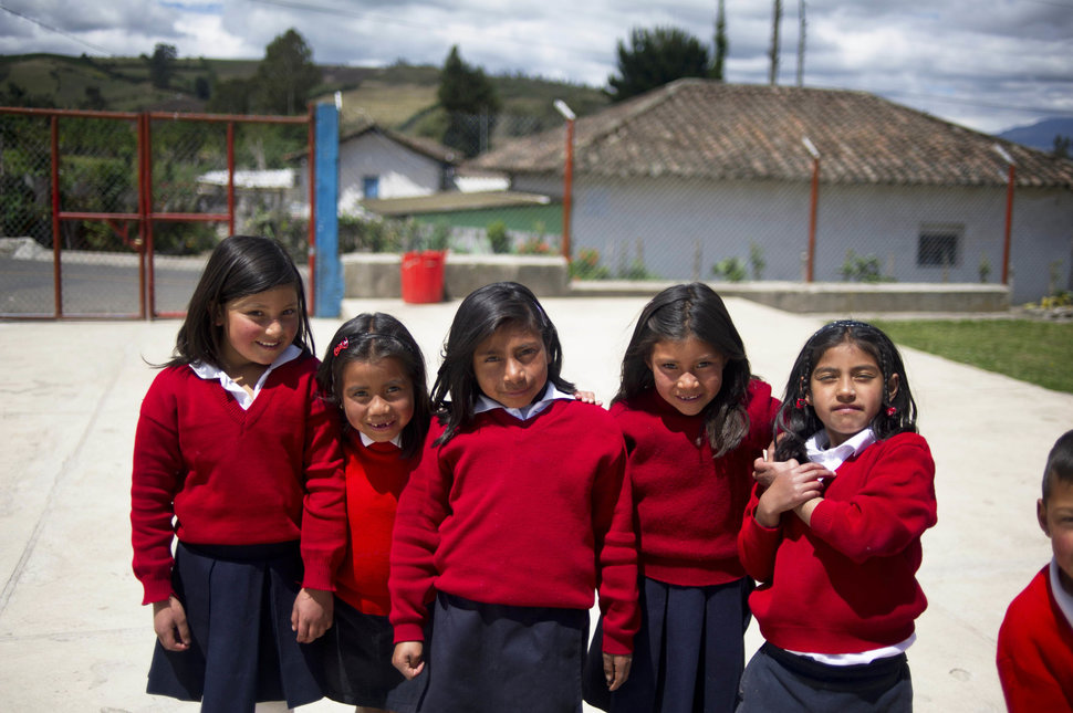 30 Beautiful Pictures Of Girls Going To School Around The World - Ecuador
