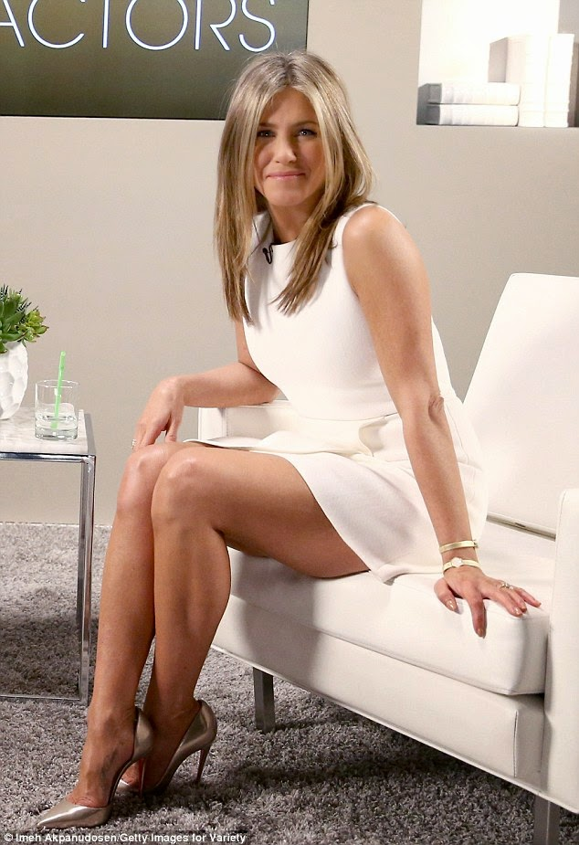 Jennifer Aniston pretty and toned legs