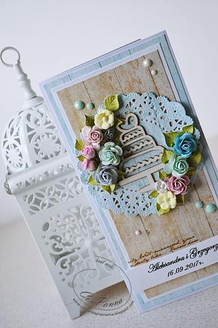 kartka na ślub z tortem i kompozycją kwiatową