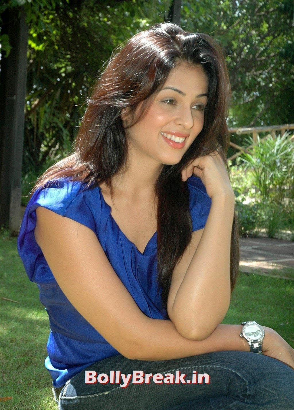 Telugu Actress Anjana Sukhani, Anjana Sukhani Latest Pics in Blue Top & Jeans