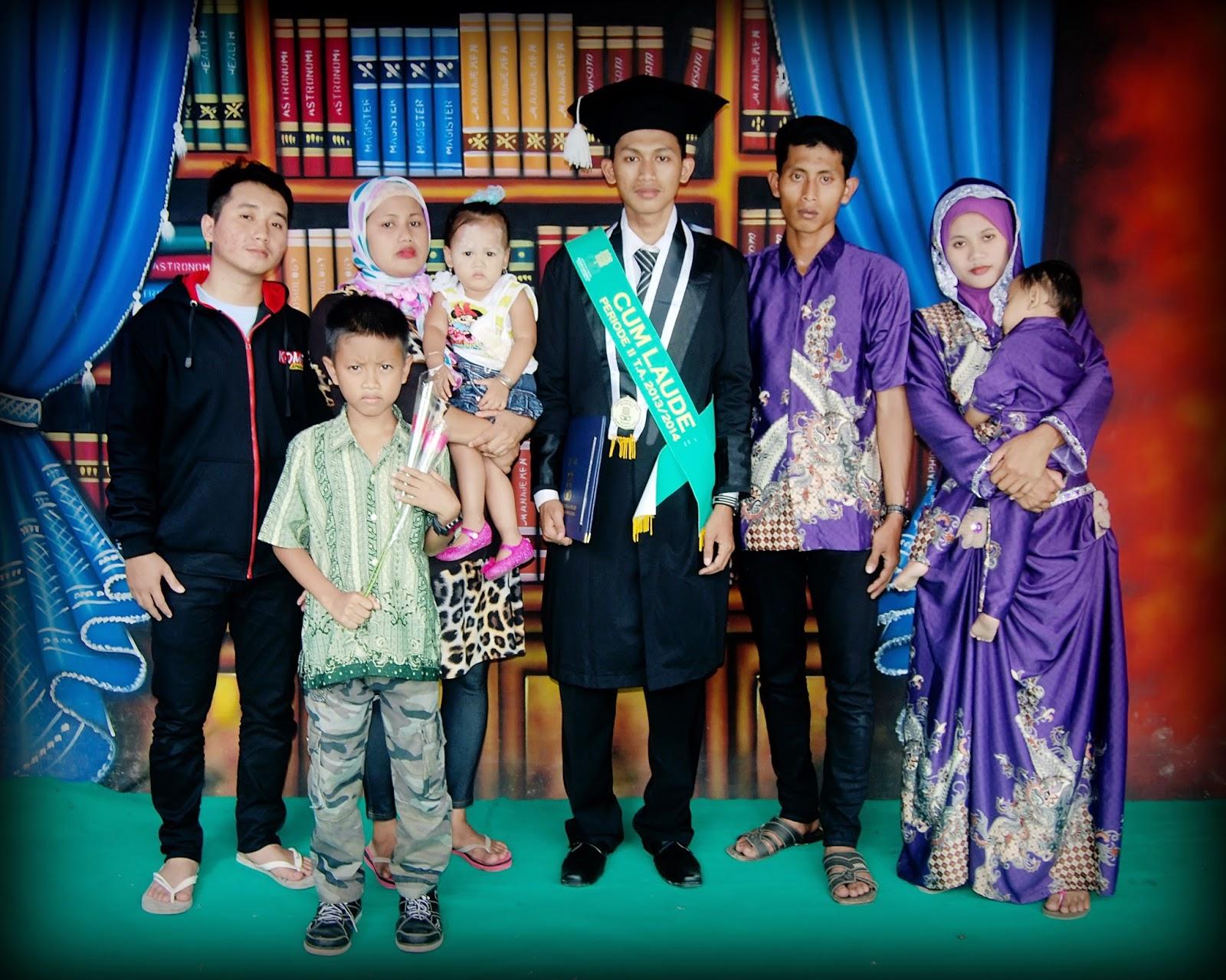 Foto Wisuda Bersama Keluarga
