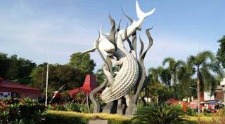 Icon Kota Surabaya yaitu Hiu dan Buaya