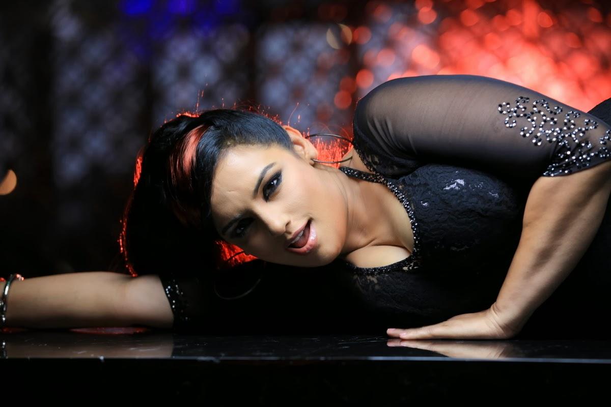 Shweta menon hot photos from sri lakshmi kiran productions no 1 new movie