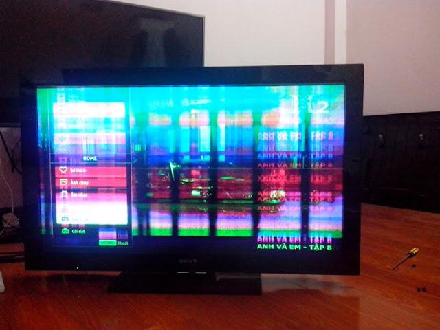 TV Samsung đang hoạt động tự nhiên tắt