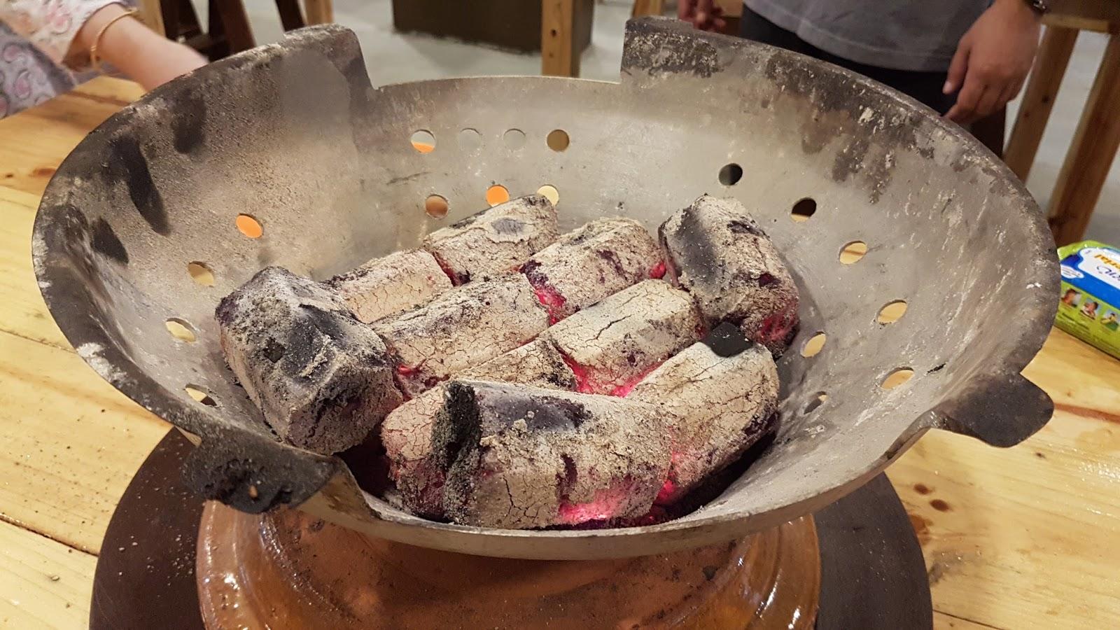 Grill Atas Arang Batu Takde La Bezanya Rasa Dengan Steamboat Dan Guna Electric Cooker Tu Aku Hahahaha Overall Biasa Je Kedai Ni