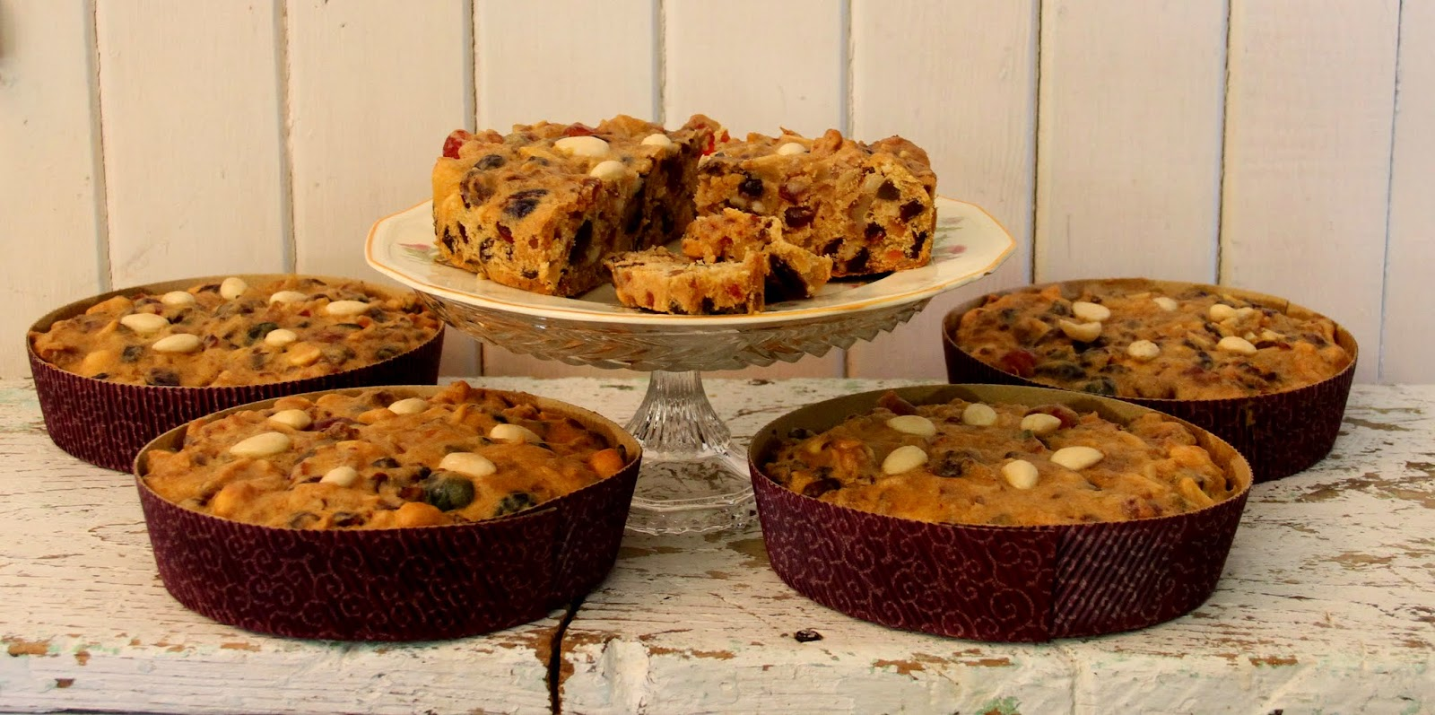 how to decorate a fruit cake with fruit and nuts