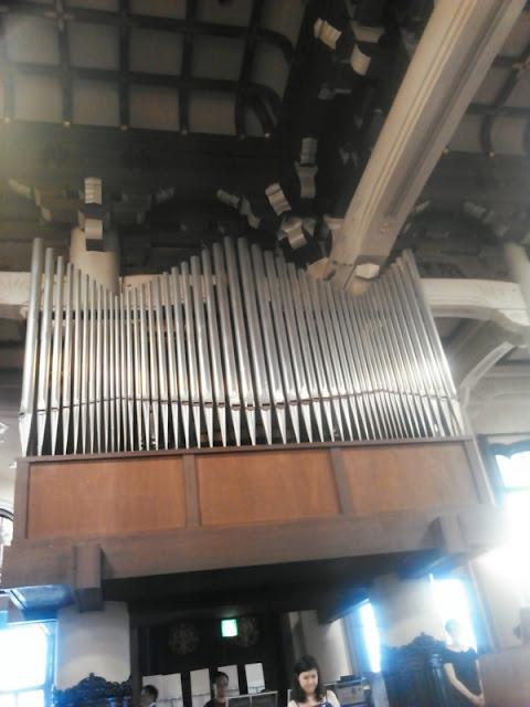 築地本願寺でのパイプオルガン演奏の模様です。