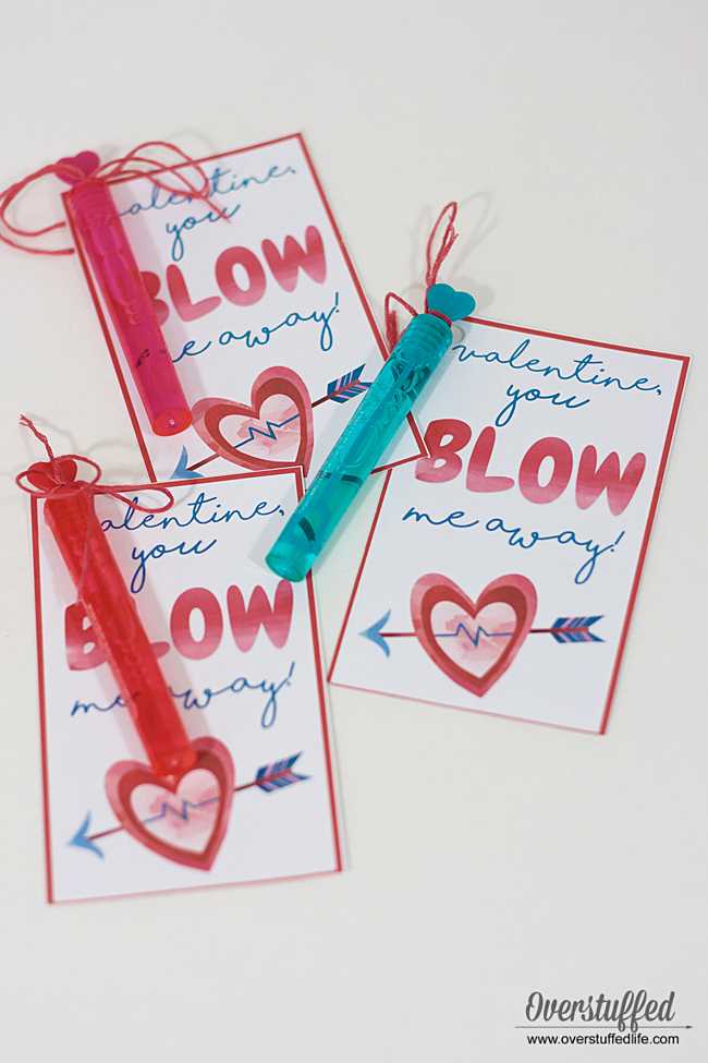 Valentine's Day printable | classroom valentines | You blow me away! | bubbles, gum, bubblegum, whistles, blow pop | free printable download | Love | Valentine | Valentine's gift | Valentine party favor