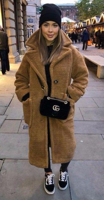 how to wear a crossbody bag : hat + sneakers + brown fur coat + skinnies