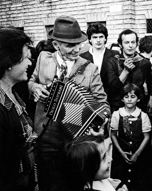 Gubbio 1976. Durante la Corsa dei Ceri - Fotografia di Gianni Berengo Gardin